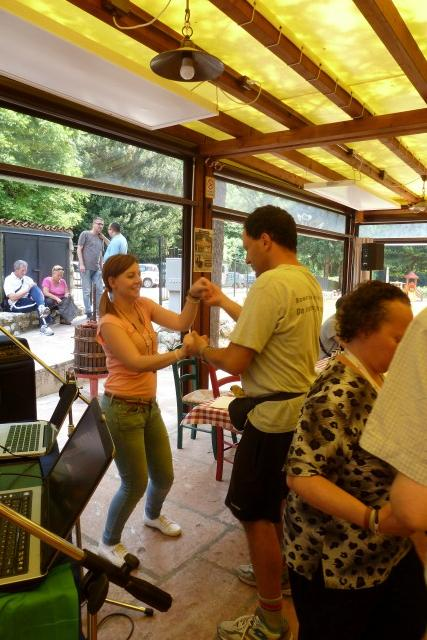 Pranzo al ristorante con balli ...